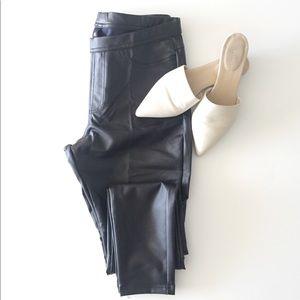 Hue Leatherette Legging